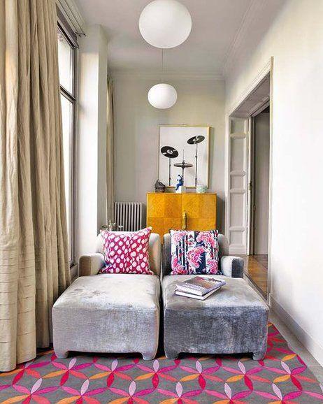 En lo que fue una academia de enseñanza en un edificio centenario de Barcelona, una certera reforma y un interiorismo marcado por el arte y las piezas con carácter han creado una casa llena de...