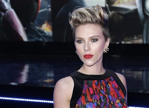 Scarlett Johansson has taken the crown as Hollywood's highest-grossing actress ever.A website called Box Office Mojo tha