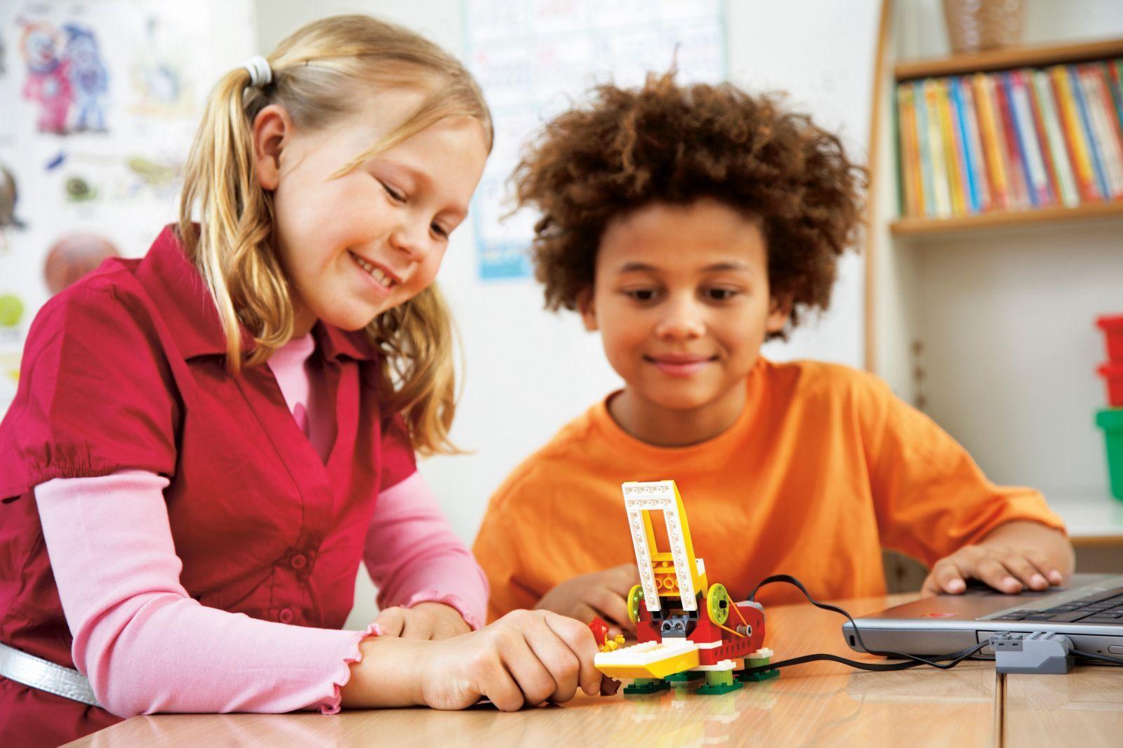Resultado de imagen de niños fabricando robot