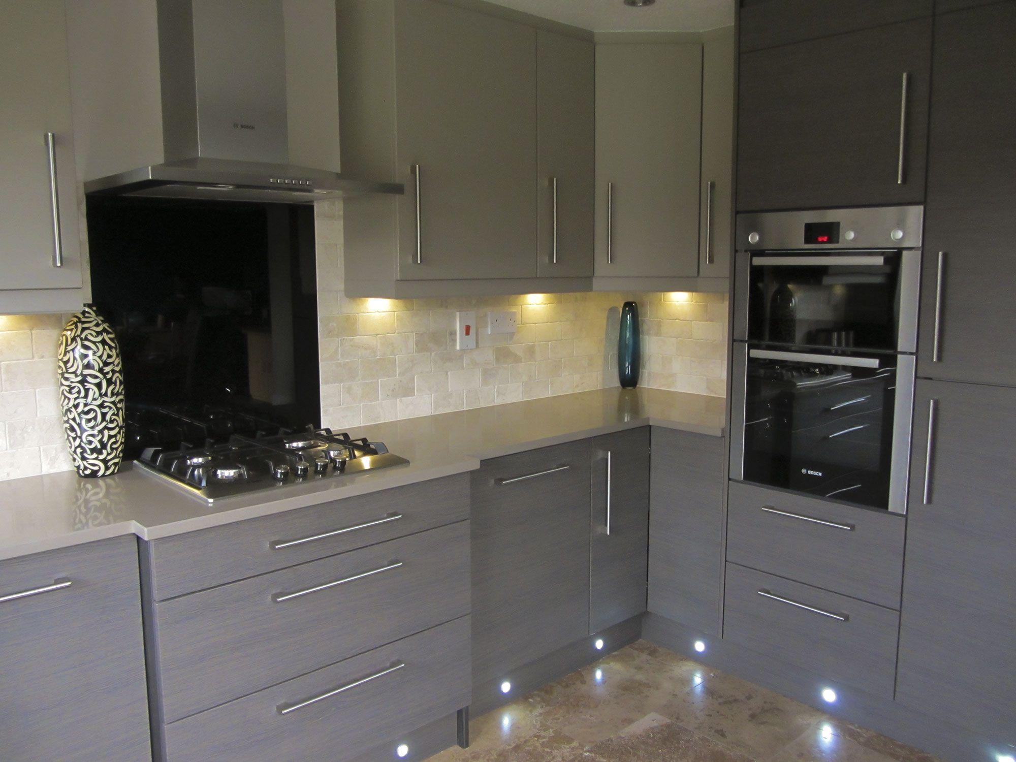 küche mit grauen schränke  küchen ideen modern moderne