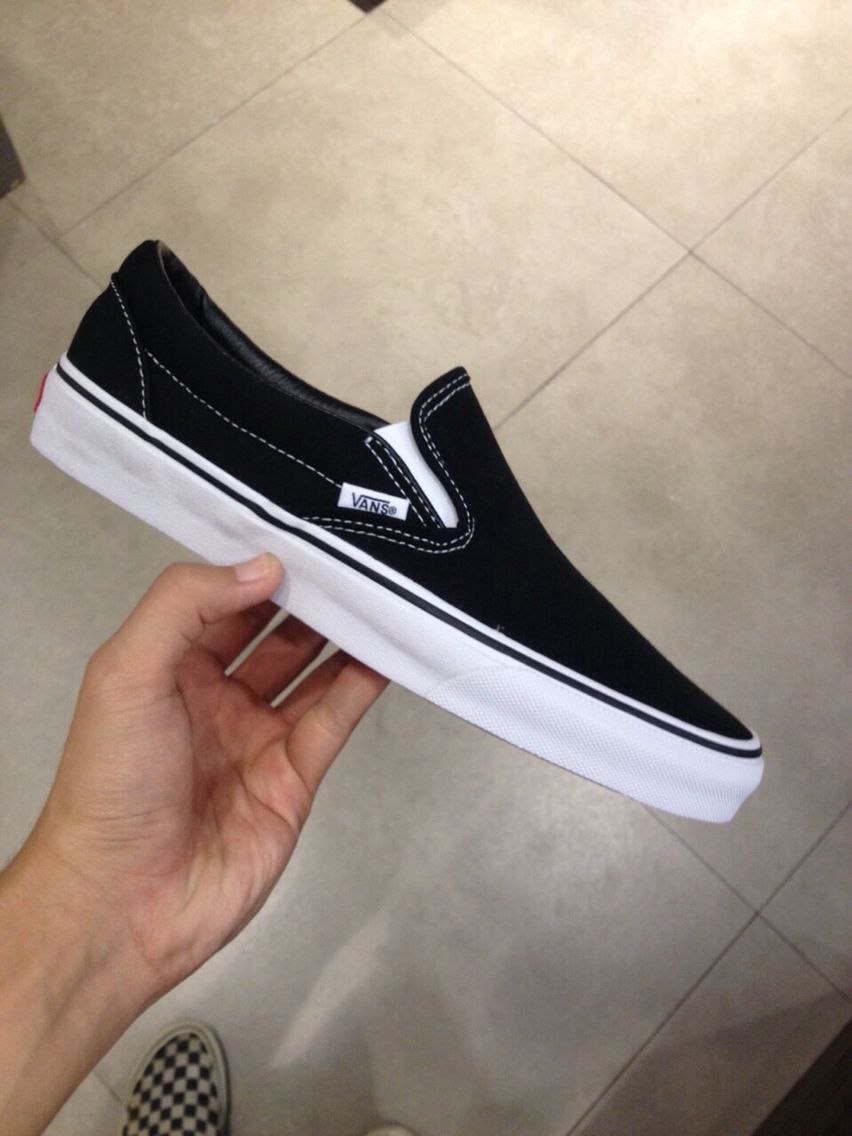 edacb46bccf Vans slip on black white