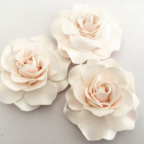 4 Fondant Roses Iii Gumpaste Roses Edible Roses Edible Flowers Etsy Fondant Flowers Edible Roses Wedding Cakes With Flowers