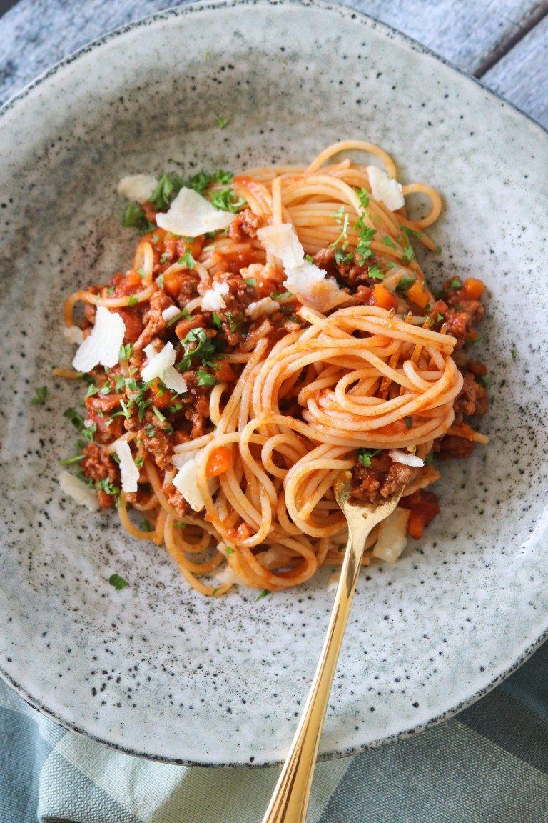 Skon Spaghetti Bolognese Med Roget Bacon Nem Aftensmad Opskrift Med Billeder Aftensmad Italienske Opskrifter Spaghetti Bolognese