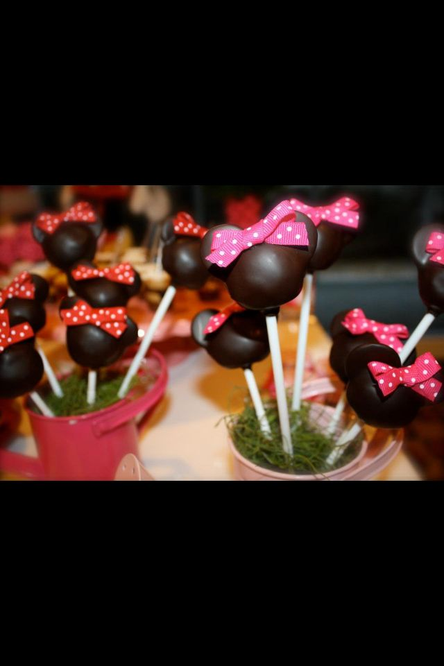 Mickey & Minnie Mouse cake pops