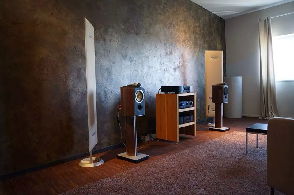 BW bookshelf speakers