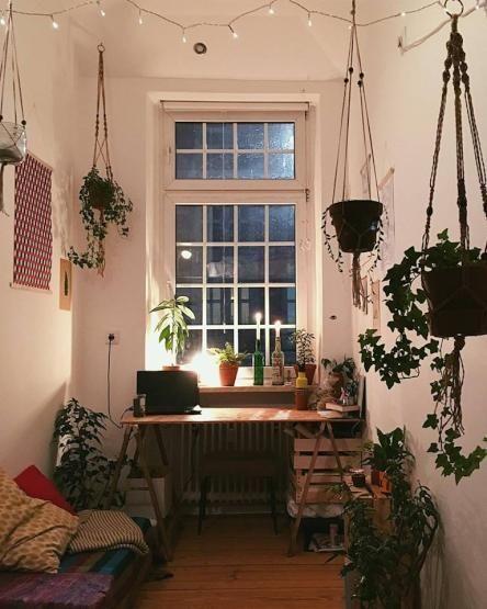 Schlafzimmer Mit Vielen Pflanzen: Kleines, Aber Gemütliches WG-Zimmer Mit Vielen Grünen