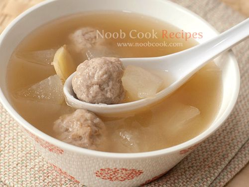 Chinese Soup - Winter Melon with Pork Balls 冬瓜猪球汤 This is currently one of my favourite home-cooked Chinese soups and unlike my other Chinese soups which typically use chicken or pork, this recipe uses ikan bilis broth as the soup base. As a result, it is relatively easier and quicker #wintermelon