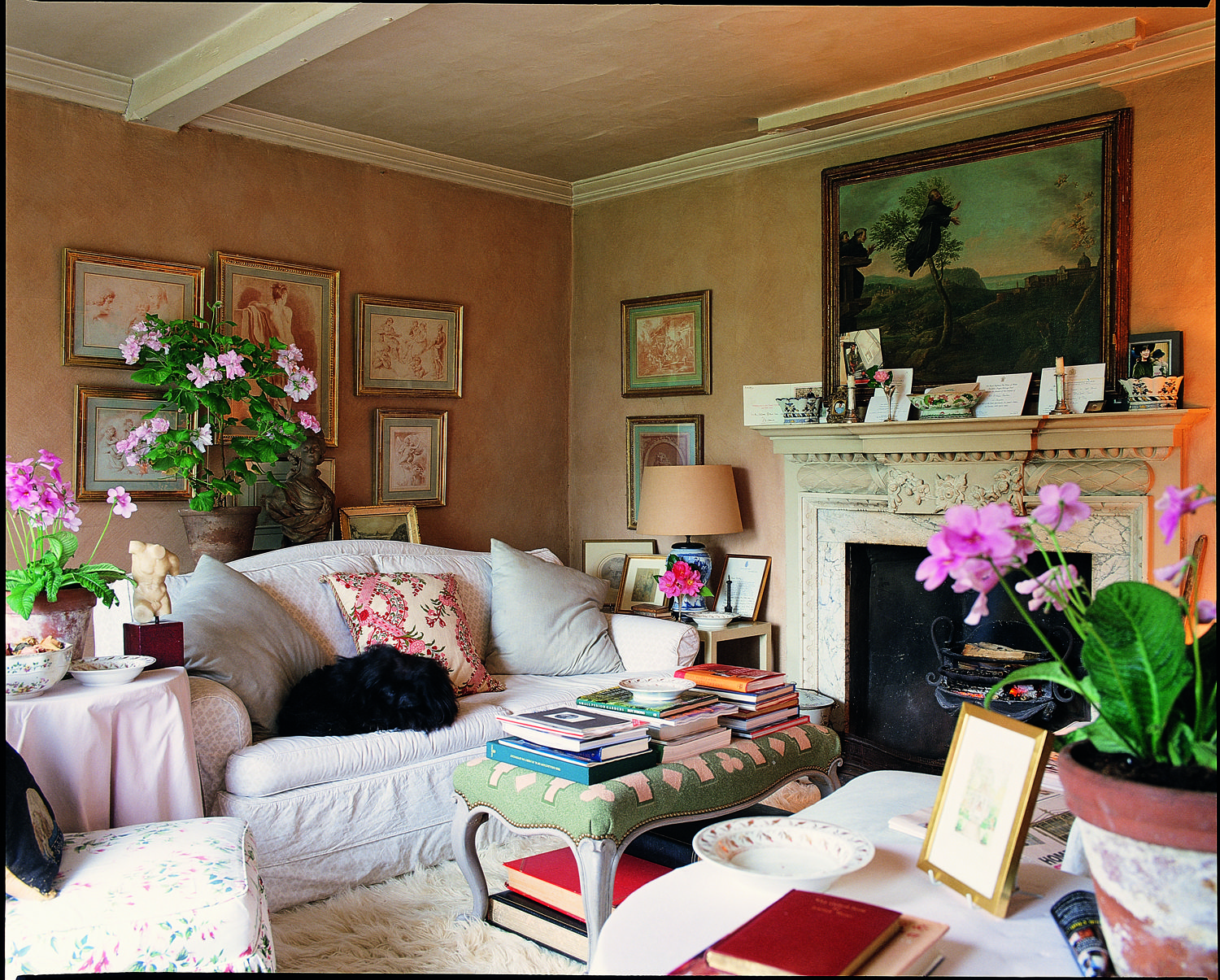 Hunting Decor For Living Room The Hunting Lodge Nicky Haslams Country House Pink Pinterest