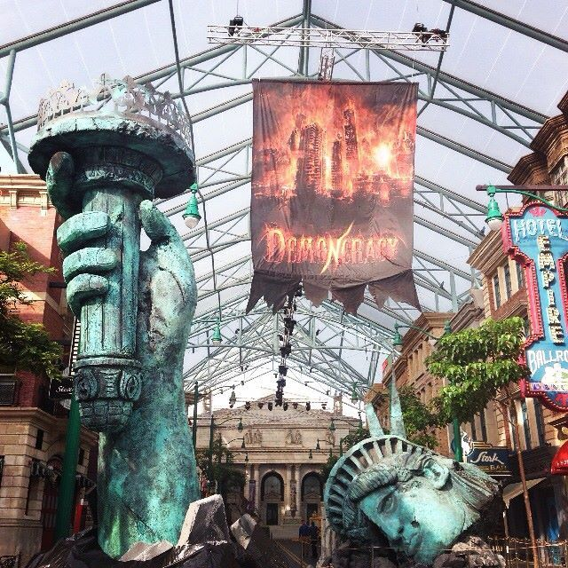 Insider's guide to cheapest Halloween Horror Nights 4