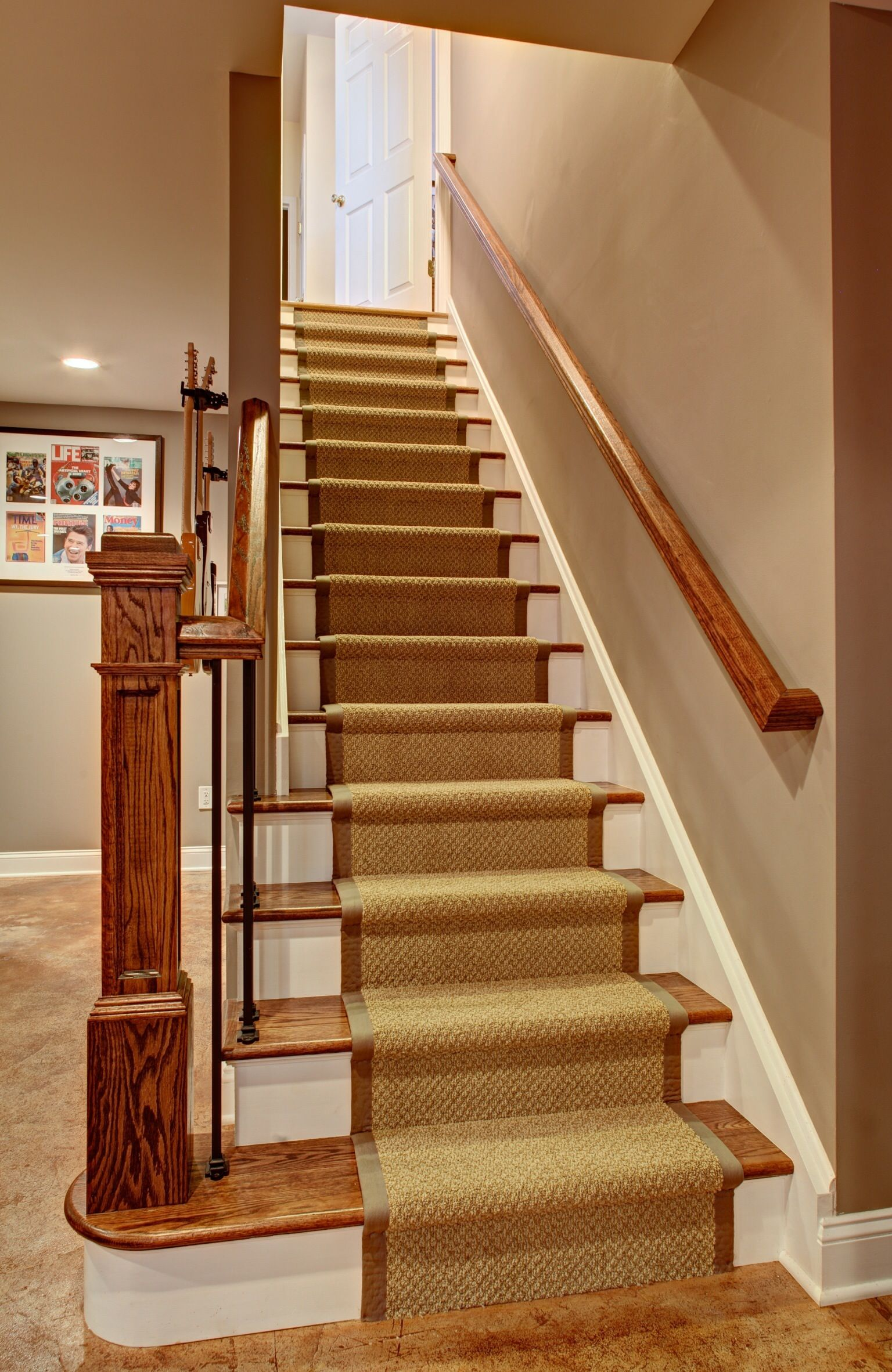 Best Staircase Leading To Basement Lower Half Of The Wall Was 640 x 480