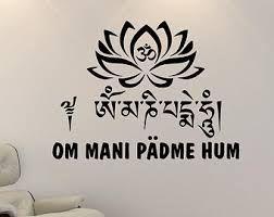 Om Mani Padme Hum Google Search Raízes E Asas Tatuagem De Lótus Tatuagem Om
