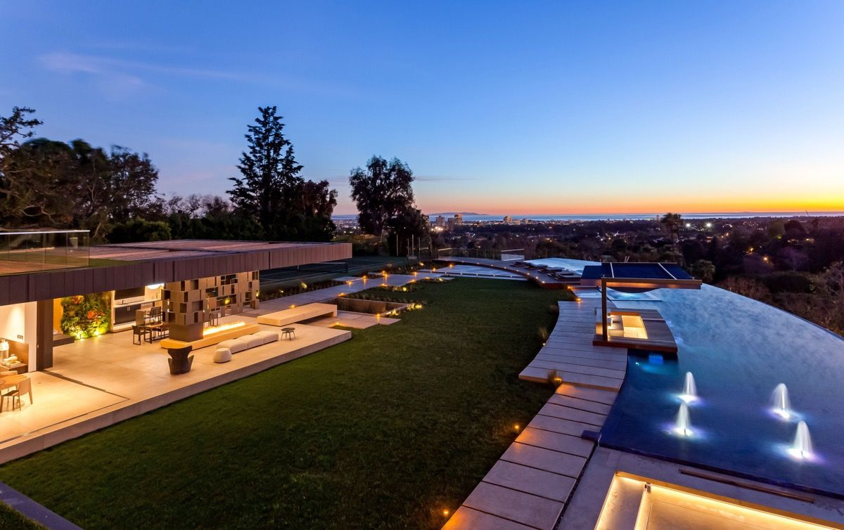 Luxury belair property with immense swimming pool