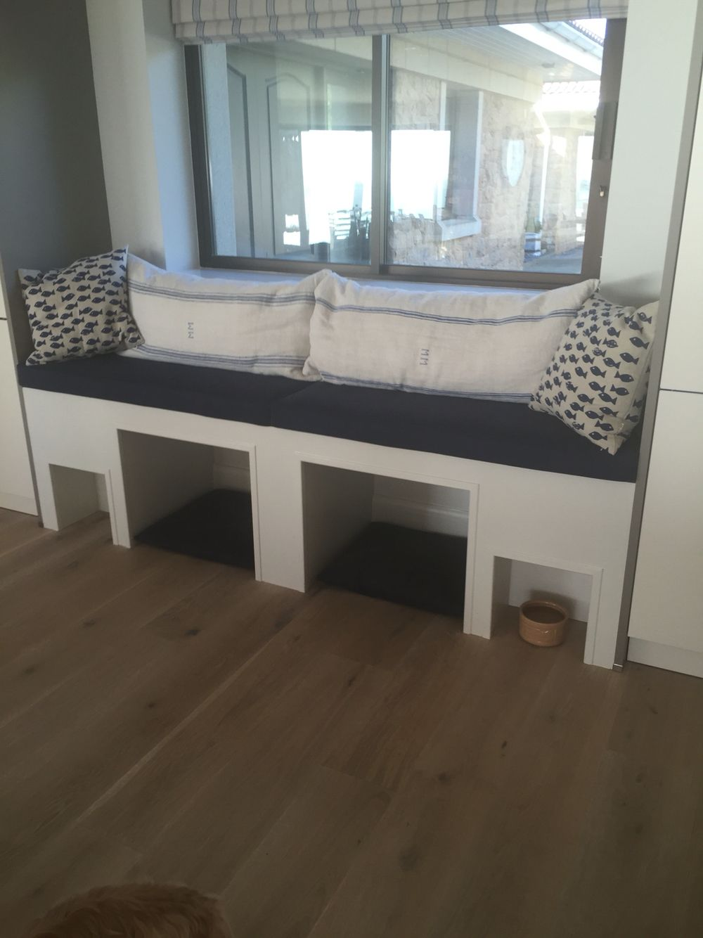 source jenn feldman designs integrated dog bed filling bay built in dogs bed window seat feeding area