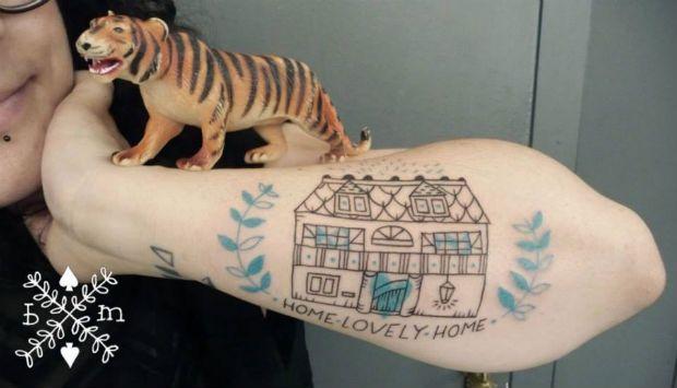 A francesa Béatrice Myself tem um estilo bem original. Suas tatuagens, que mais parecem sketches na pele, são legais justamente por isso. Confira!