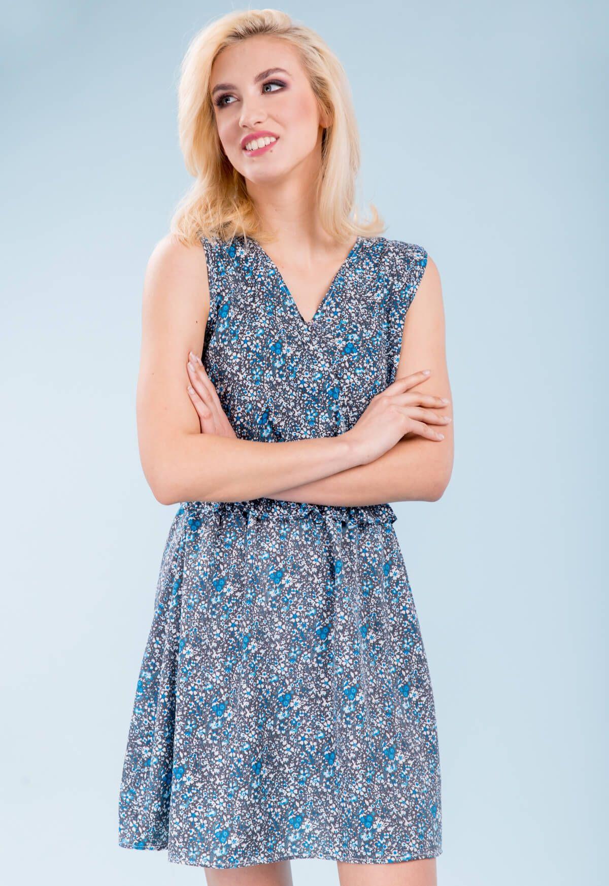 9fff7e2b48 Krátke modré kvetované šaty s výstrihom do V - ROUZIT.SK