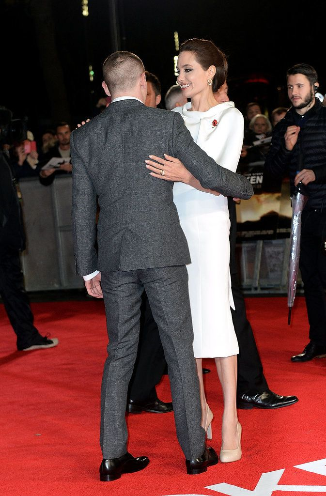 It Doesn T Look Like Angelina Is Missing Brad On The Red Carpet Brad Pitt Angelina Angelina Jolie