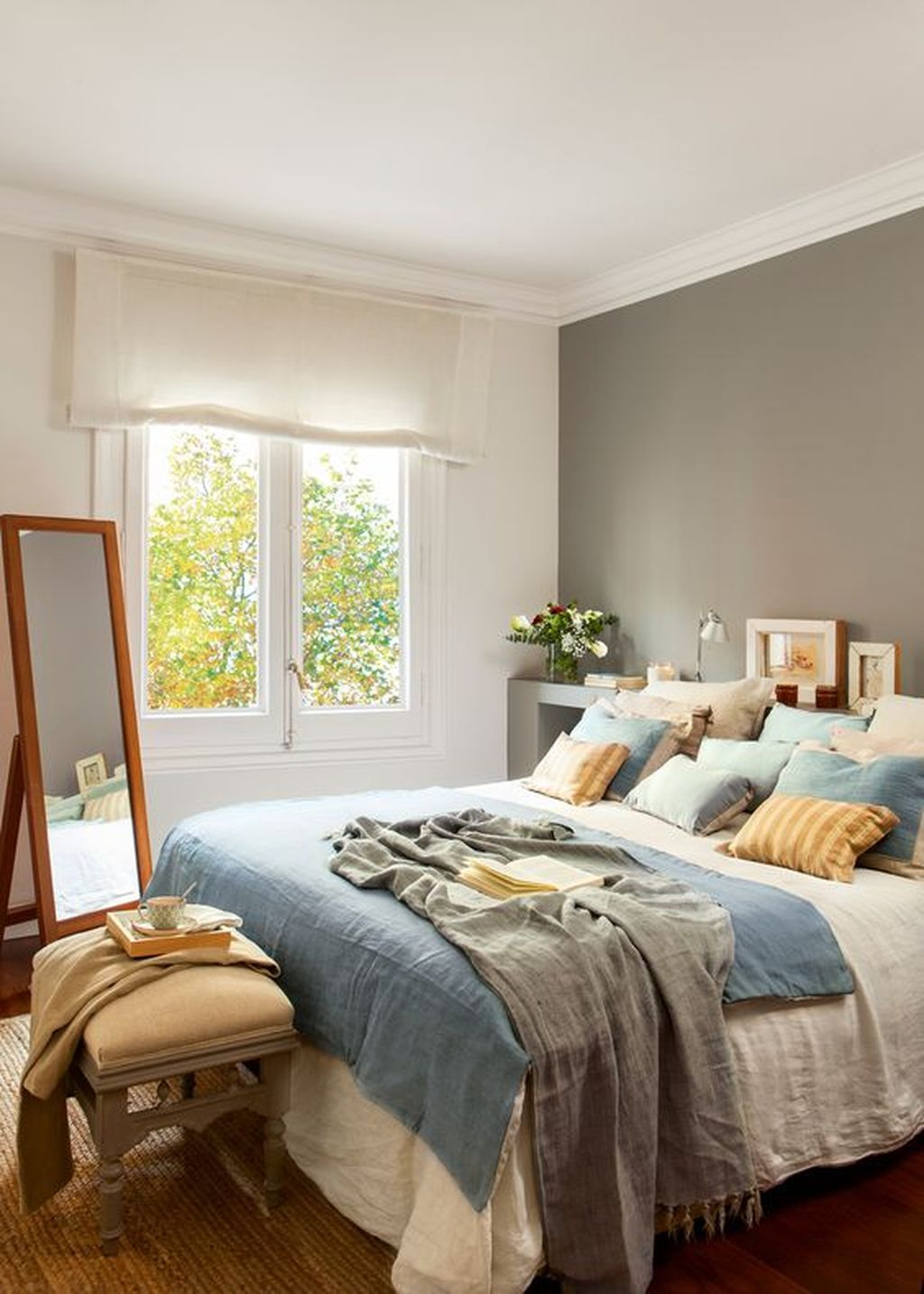 Color Schemes: 5 Apartment Bedroom Decor for Couples in ...