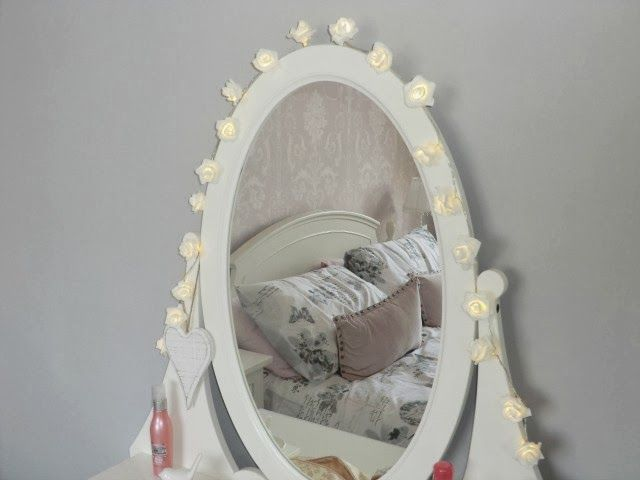 Ikea hemnes dressing table fairy lights around mirror for Dressing table with lights