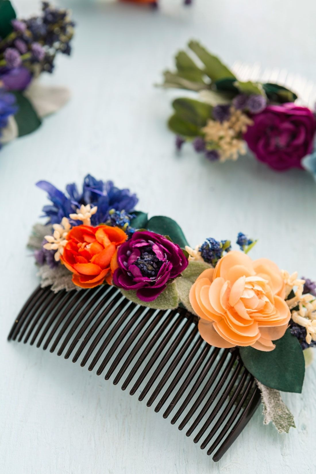 b4a40a81656f Save this step-by-step tutorial to make your own DIY floral hair comb.
