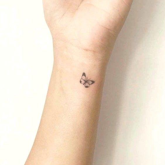 Pin De Debby En Stick And Poke Tatuaje De Mariposa En La Muneca Tatuajes Minimalistas Ideas De Tatuaje Pequeno
