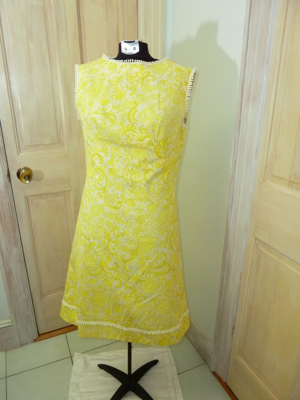 1950s 1960s Yellow And White Shift Dress With Fringe Etsy Shift Dress Dresses White Shift Dresses [ 1280 x 960 Pixel ]