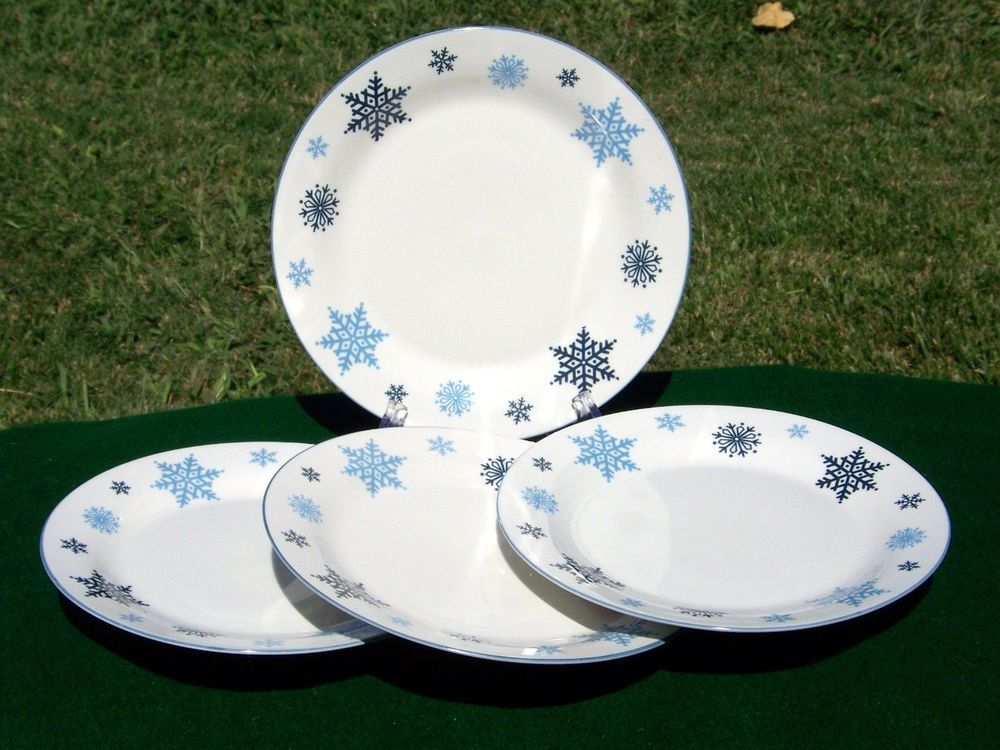 GIBSON CHRISTMAS SNOWFLAKE dinnerware. I got service for 4 for $3.00 & GIBSON CHRISTMAS SNOWFLAKE dinnerware. I got service for 4 for $3.00 ...