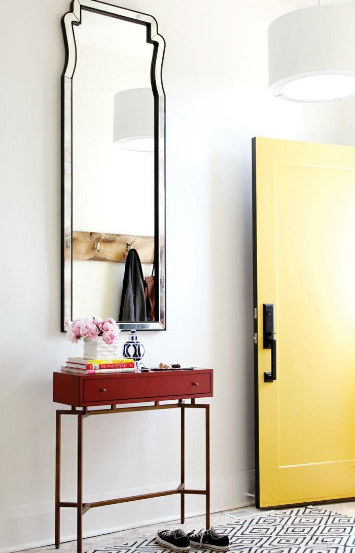 Flur Einrichtungsbeispiele flur einrichten ideen kleine beistelltisch teppichläufer gelbe