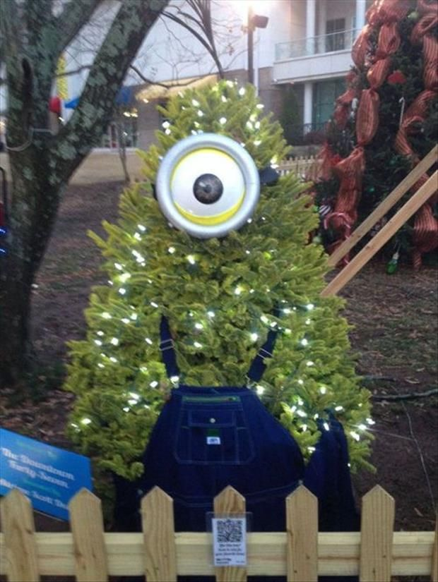 minion christmas tree minions funny pictures humor - Minions Christmas Decorations