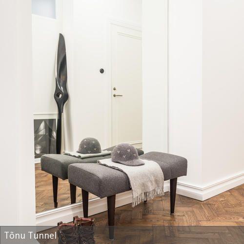 heller flur mit gem tliche sitzecke in 2018 flur pinterest gro er spiegel flure und hocker. Black Bedroom Furniture Sets. Home Design Ideas