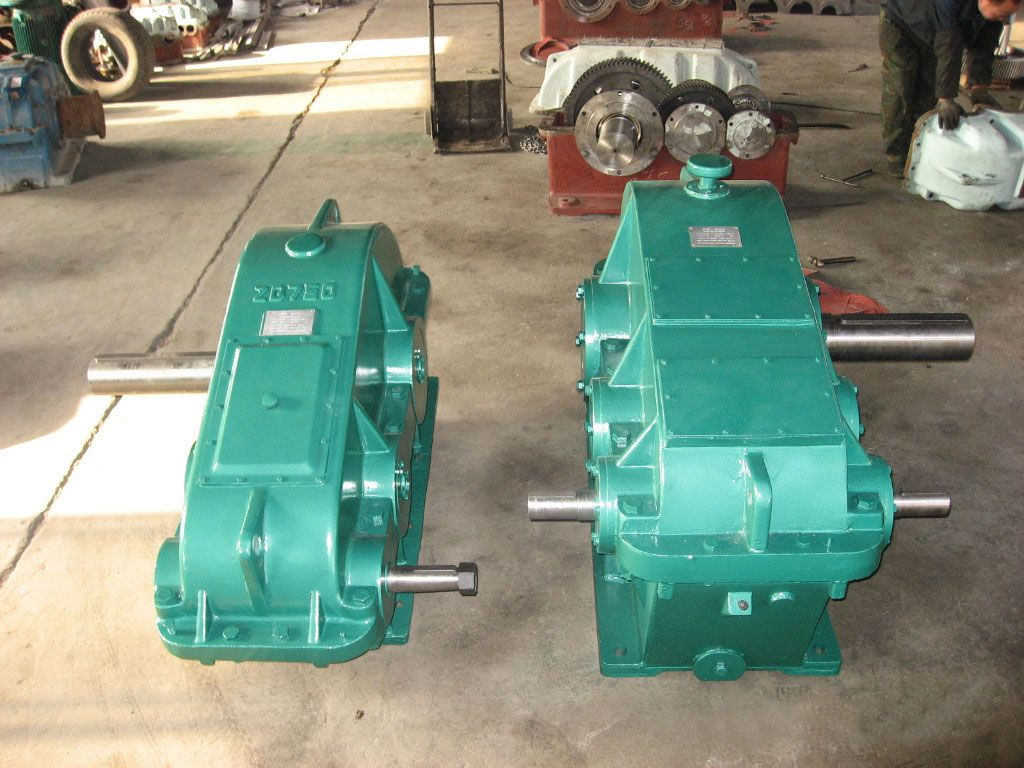 JS Series Reducer Introduction JS series reducer is mainly suitable for metallurgy, mining, coal used in the work of the scraper conveyor and tank scraper reproduced machine, also apply to other belt conveyor.