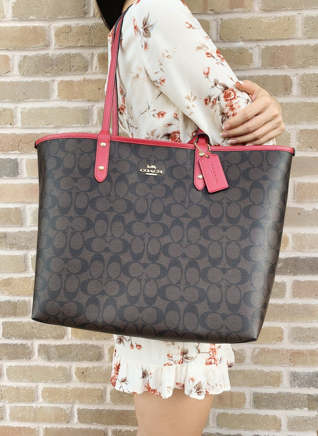 59b1a42c29b2 Coach F36658 Reversible City Tote Signature Brown Red  ebayfashion   poshfashion  ebaybusiness  ebaystore  top  Poshmark  mercariapp  rated   ebayseller   ...
