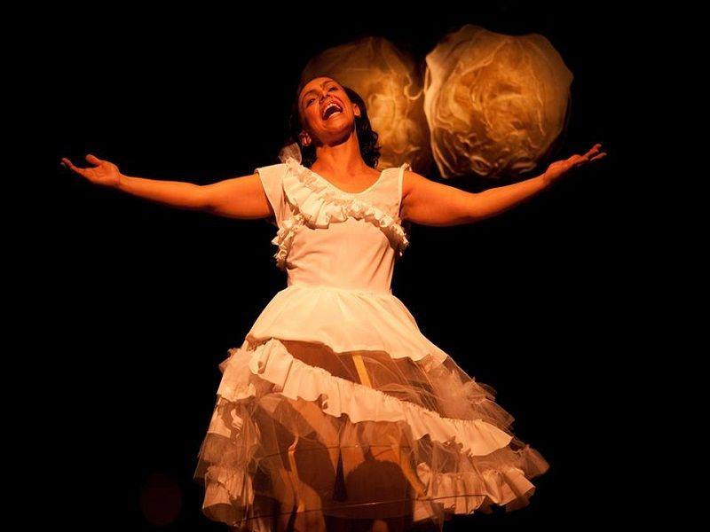 """No sábado, dia 25, às 20h, a Arena Jovelina Pérola Negra, na Pavuna, vai receber o espetáculo """"Umbigar"""", inspirado nas pulsações das danças de umbigada afro-brasileiras."""
