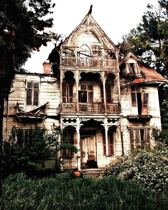 Abandoned Houses Around The World: Istanbul, Turkey
