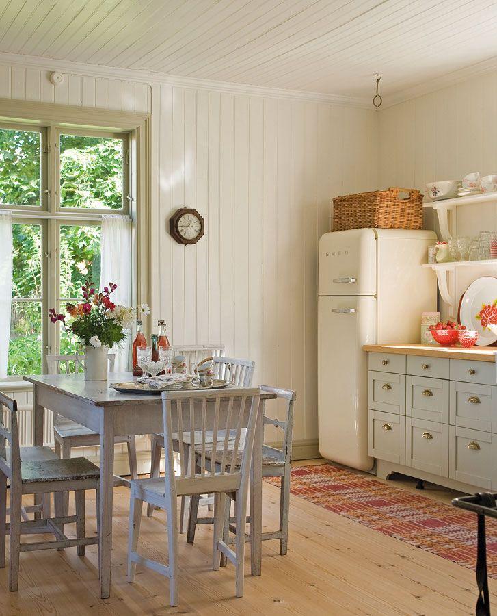 La cocina y el comedor se integran en un mismo espacio for Color credence cocina blanca