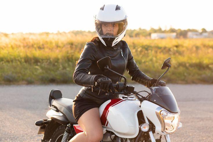 mulher andando de moto - rk motors
