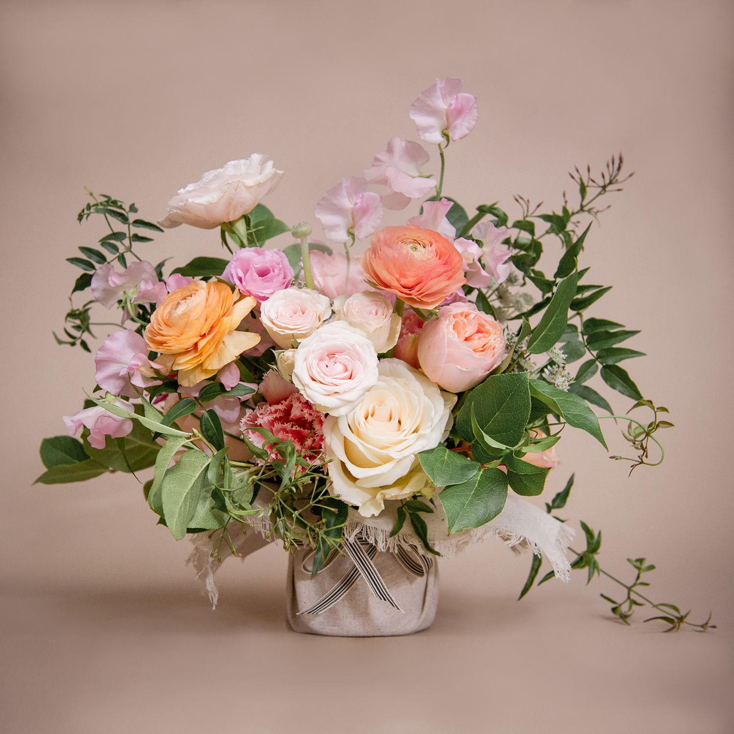 Blink Of Dawn Designs By Ahn Nyc Florist In 2020 Flower Bouquet Wedding Wedding Flower Arrangements Garden Wedding Flowers Arrangements