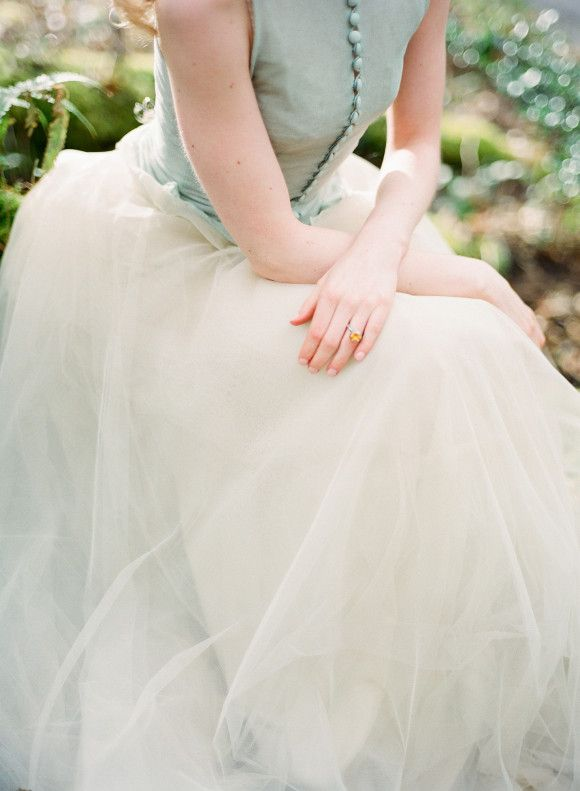 button blouse and tulle skirt #vintage #gown | #yellow ring | Gray ...
