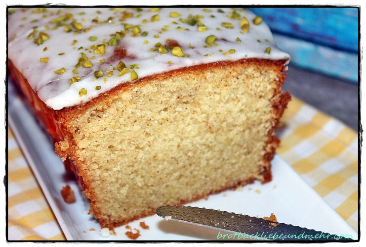 ♥♥♥ ♥♥♥ Was habe ich in meinem Leben schon Zitronenkuchen gebacken. Irgendwie war er nie so, wie ich ihn wollte. Entweder zu trocken oder zu wenig zitronig. Jetzt ist er endlich gelungen! Mein Zitr…