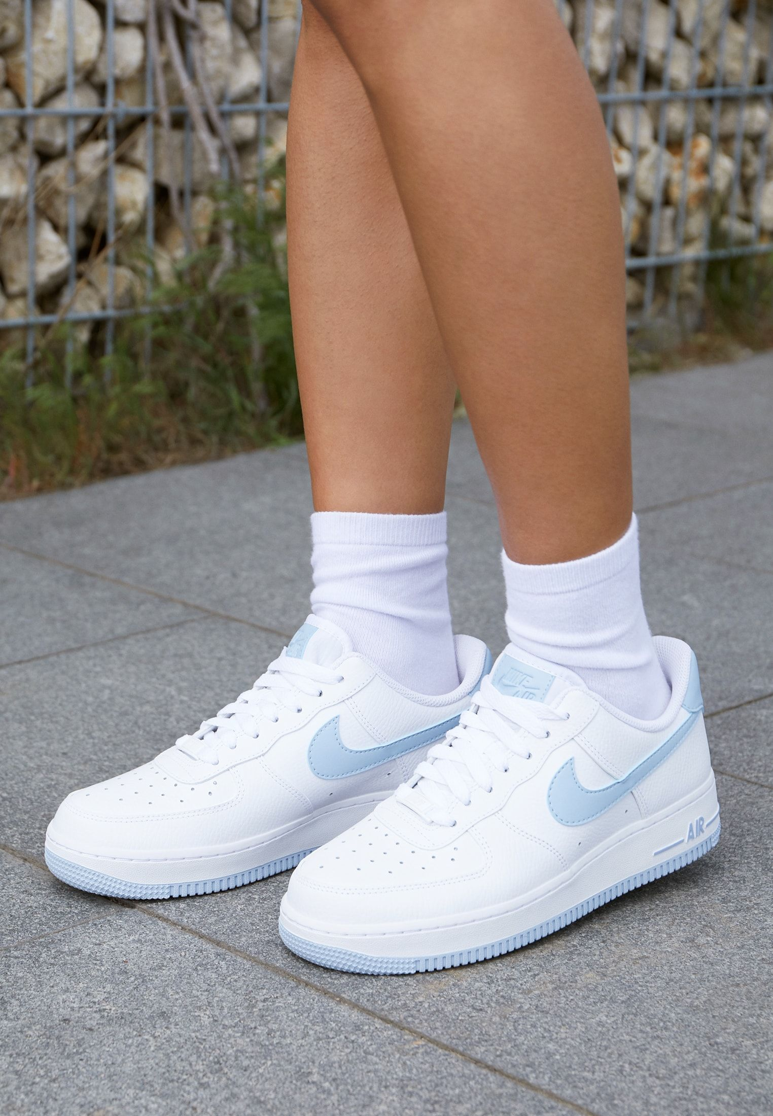 Nike Sportswear Air Force 1 07 Sneakers Laag White Light Armory Blue Zalando Nl Luchtmacht Sneakers Mode Sneaker
