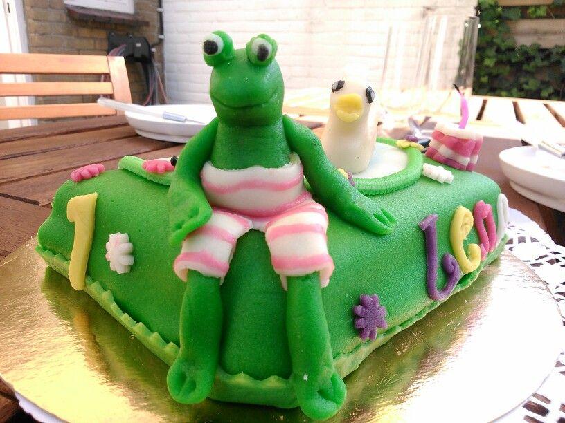 Lena 1 jaar! Buurvrouw Corrie heeft weer een prachtige taart gemaakt.