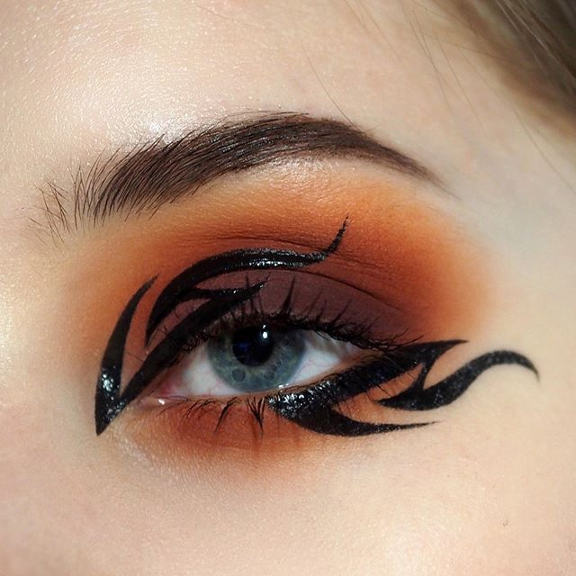 Another One From The Graphic Series Meltcosmetics Impulsive Rule Breaker Dream Big Boss Lady M Makeup Eyeliner Creative Makeup Artistry Makeup