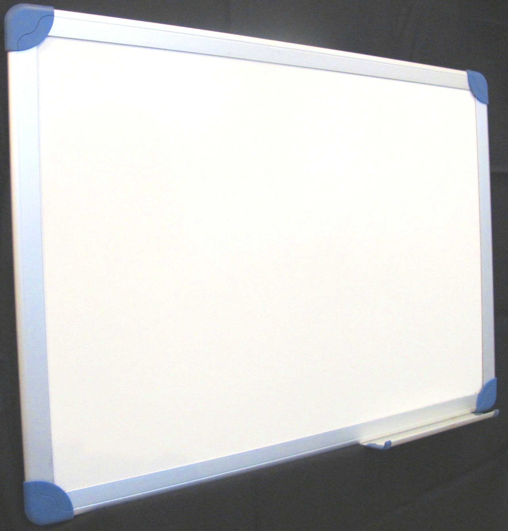 Pizarras blancas con elegante marco de aluminio satinado. Fabricadas ...