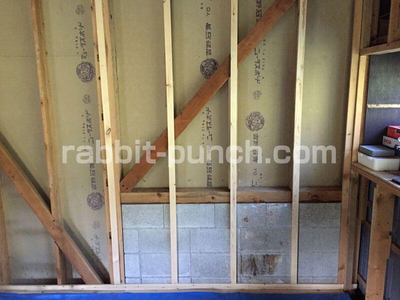 壁下地を組んで石膏ボードを貼る 梁と屋根勾配のカットが鬼門だった Rabbit Punch 梁 石膏ボード 鬼門