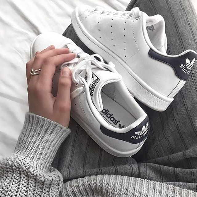 Give Me That Thing On Instagram Grey White Via Jacquiealexander Zapatos Tenis Para Mujer Zapatos Deportivos Adidas Zapatos Nike Para Damas