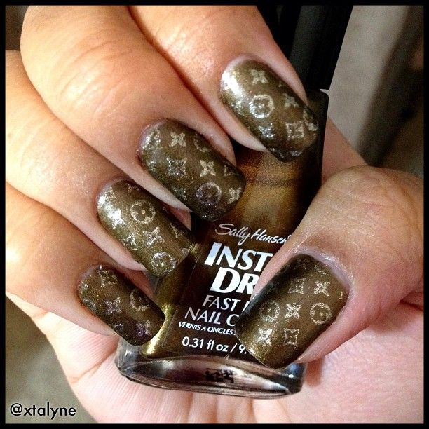 Lv Nail Art - NailArts Ideas