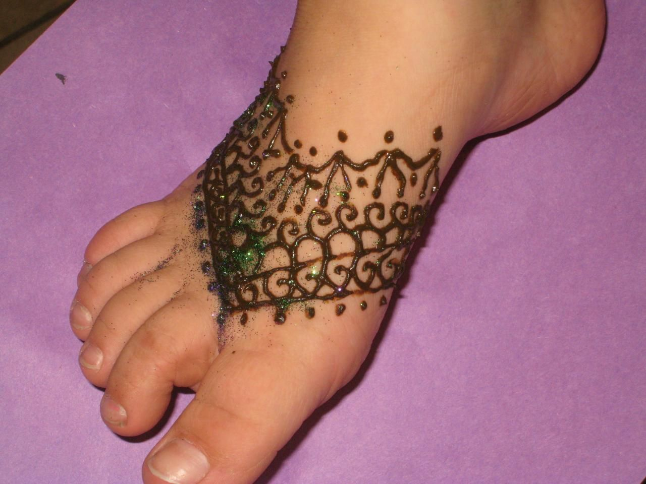 Mehndi Wrist Joint : Mehndi designs done in india are an example of henna tattoos and