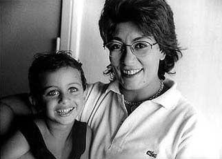 لحظة امومه تعيشها سماح انور مع ابنها ادهم التقطت عام ١٩٩٩ ميلاديه | Peace  and love, Stars, Square glass