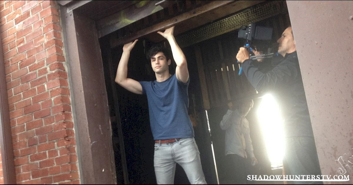 [EXCLUSIVE PHOTOS] 10 Times We Fell In Love With the Dudes from Shadowhunters