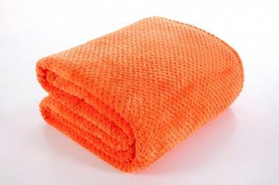 Pomarančová deka Ricky je dostupná v 4 rozmeroch: 70x140, 150x200, 170x210 alebo 220x240 cm.