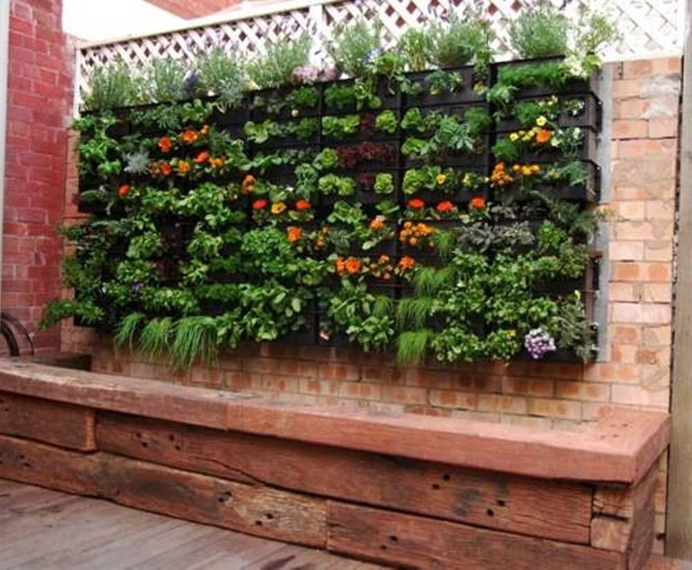 25 Landscape Design For Small Spaces In 2020 Vertical Garden Small Space Gardening Backyard Vegetable Gardens